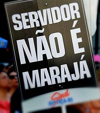 Rio de Janeiro - Servidores do estado do Rio de Janeiro fazem manifestação em frente a Alerj contra o projeto de lei que reconhece o estado de calamidade pública da administração financeira estadual (Tomaz Silva/Agência Brasil)